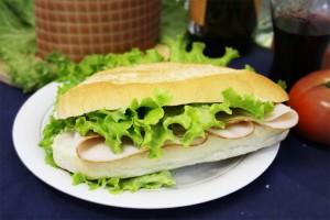 PANINO con tacchino arrosto e insalata